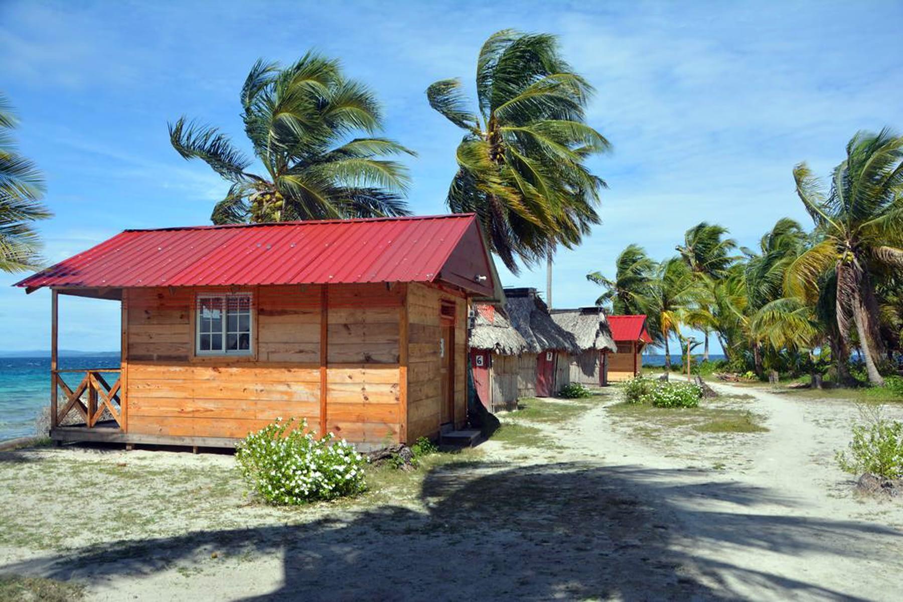 Cabaña de madera en la isla Niadub