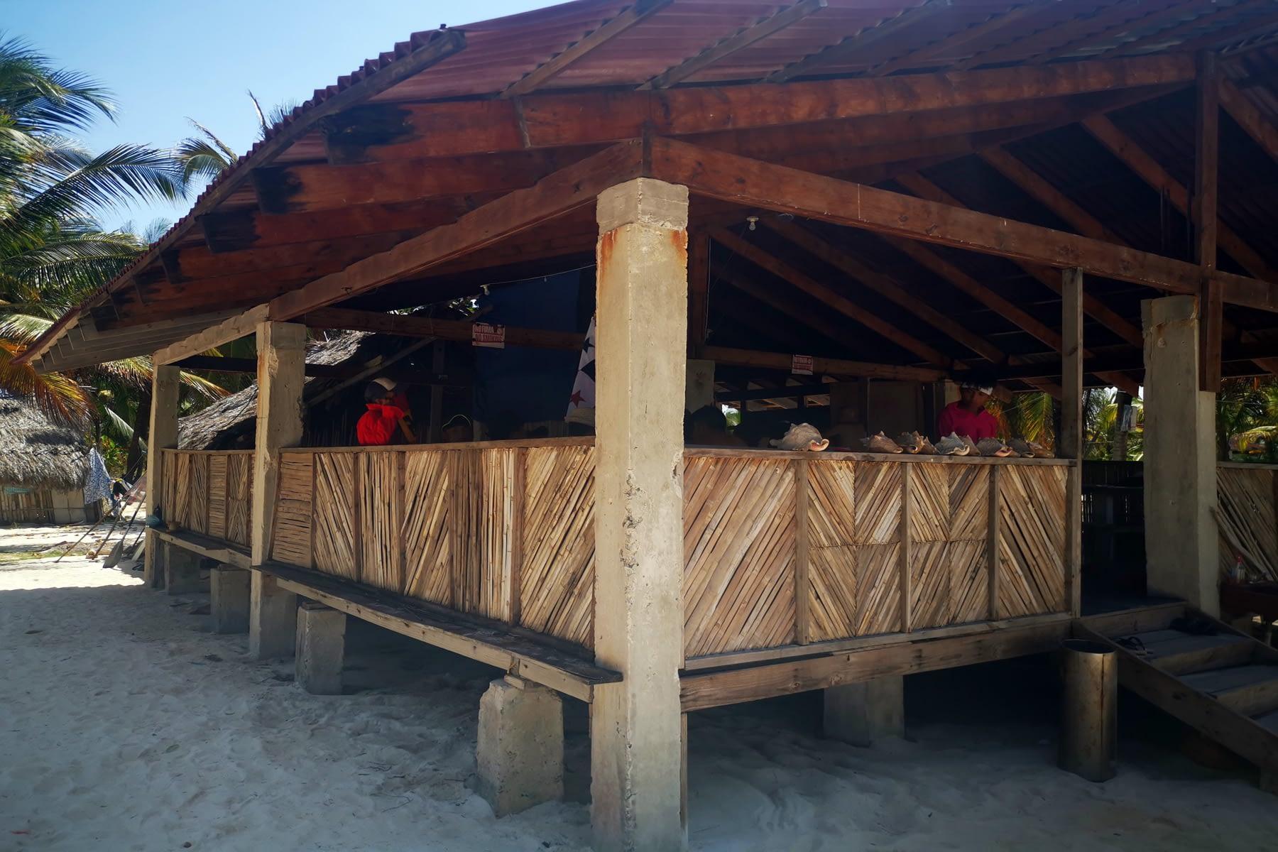 Restaurante en la isla Masargandub