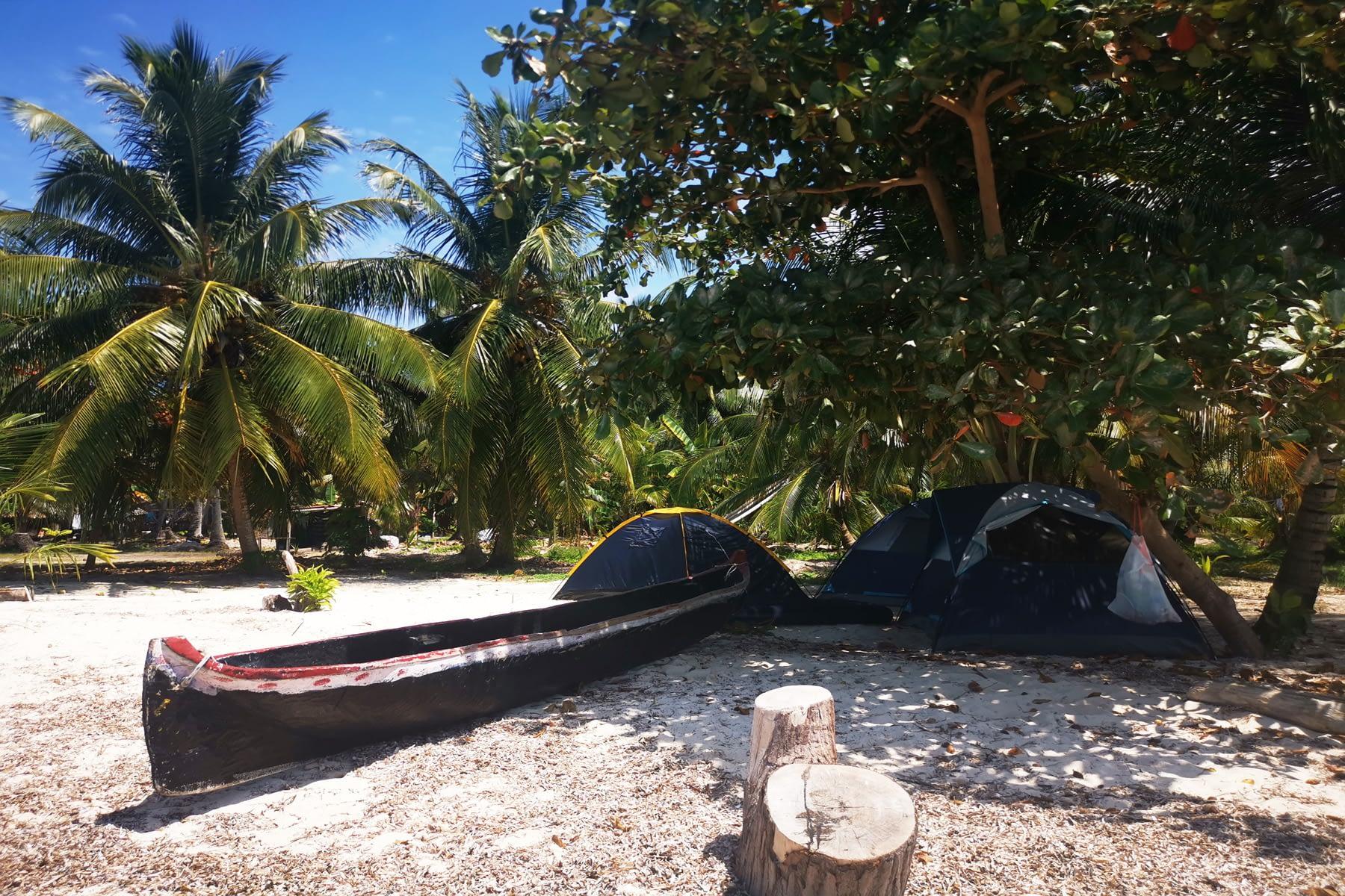 Bote tradicional de madera en la isla Masargandub