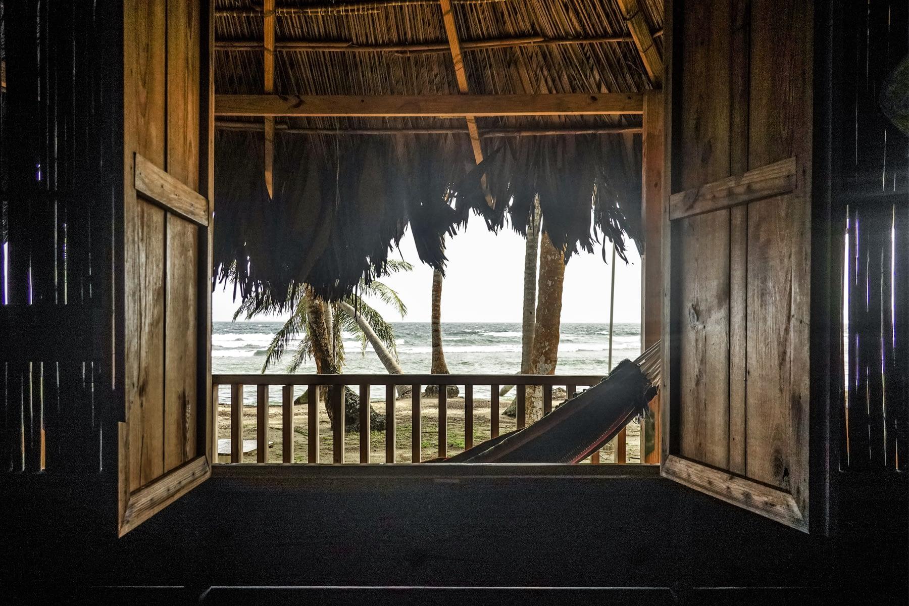 Vista desde la cabaña en la isla Iggodub