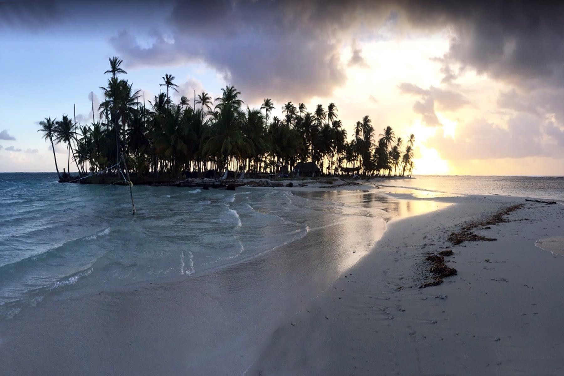 Caída del sol desde la isla Morodub