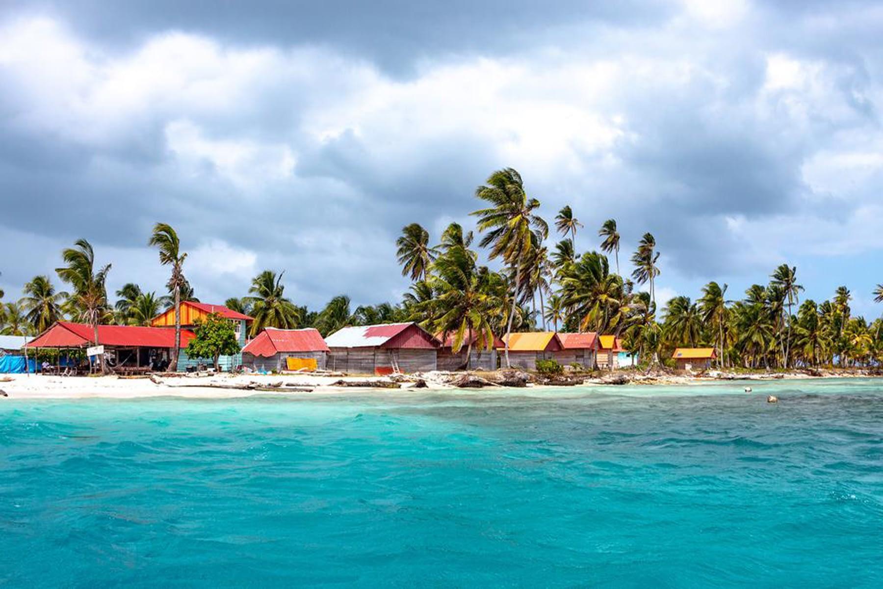 Vista lateral de la isla Niadub