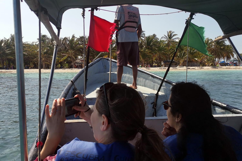 Llegando en el barco a la isla Masargandub