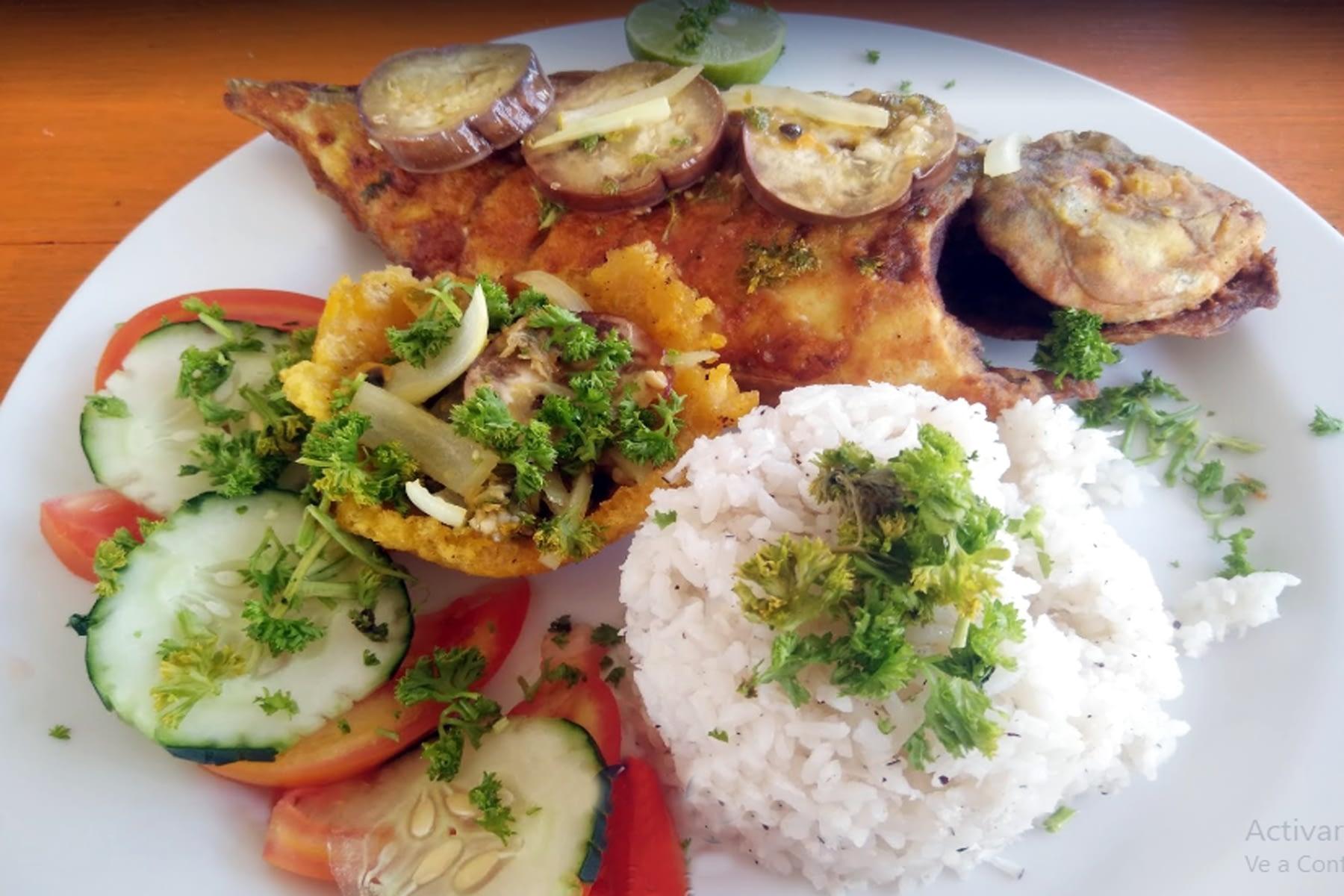 Almuerzo en el Restaurante sobre el Mar