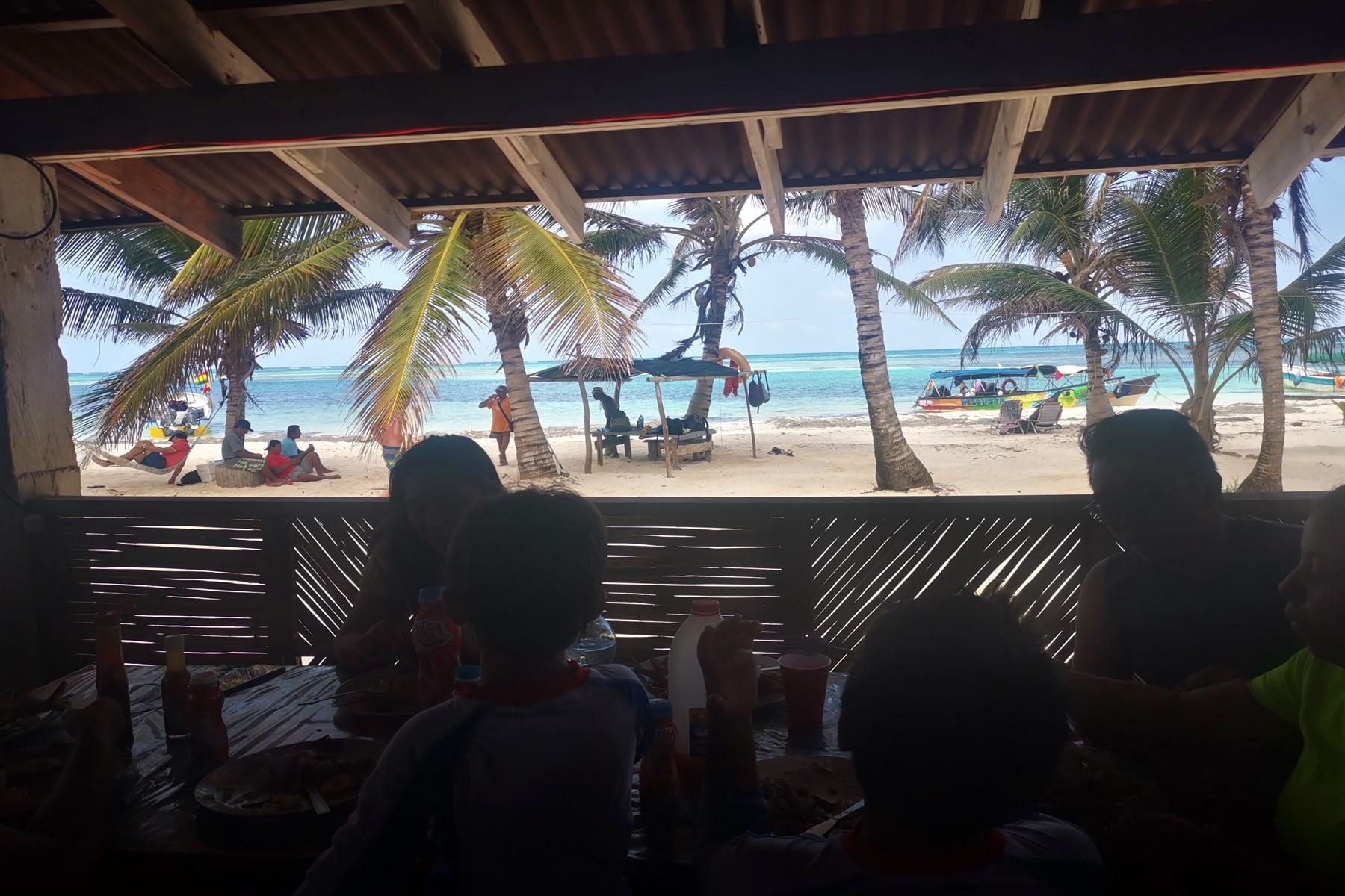 Vista desde el restaurante en la isla Masargandub